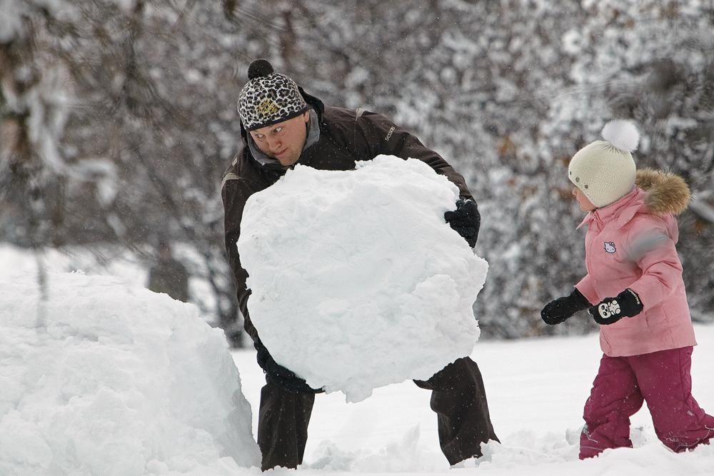 праздники важные лепим снеговика всей семьей фото базе