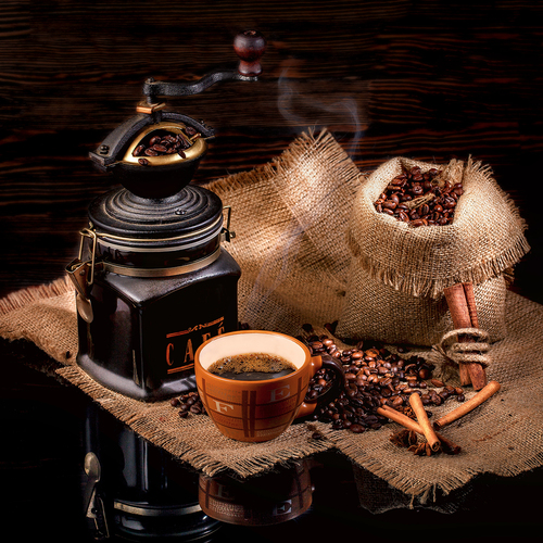 Cup of coffee, beans, manual mill on sacking glossy table / Кофейная рапсодия