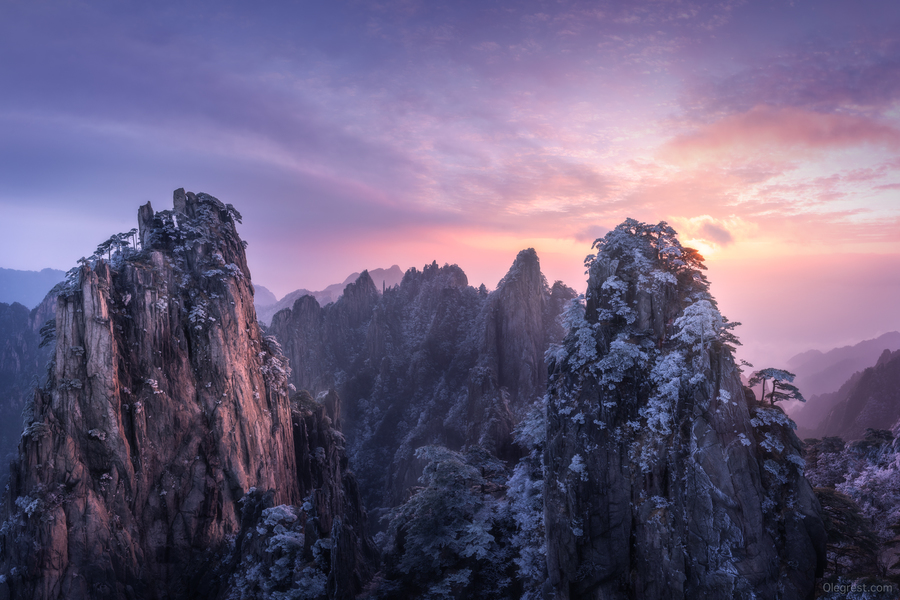 Huangshan sunrise pano for IG